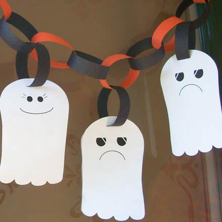 Make A Ghost Garland Halloween Crafts Aunt Annie S Crafts