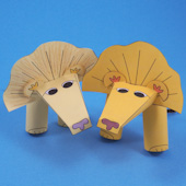 Lion finger puppets in two colors